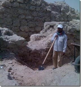 Archeologist dig